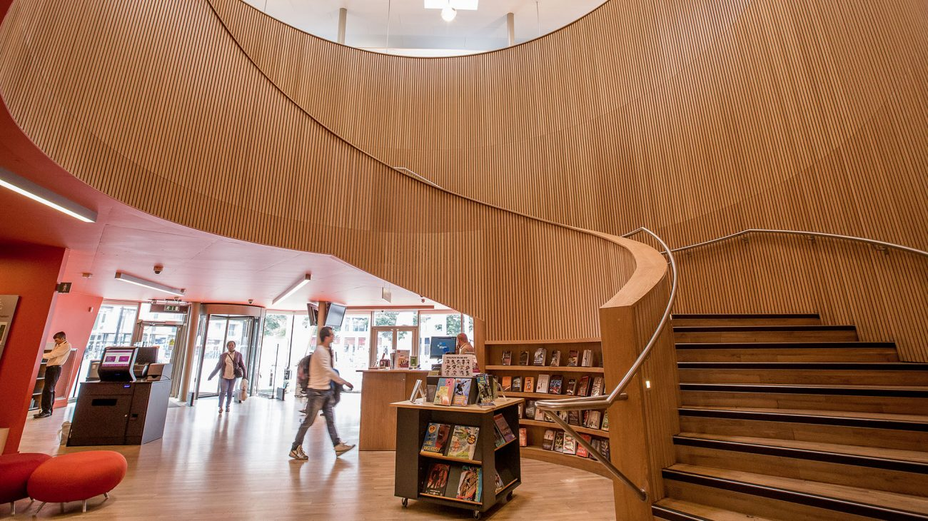 Foyer and stairwell at Canada Water Library. Photo Roswitha Chesher.