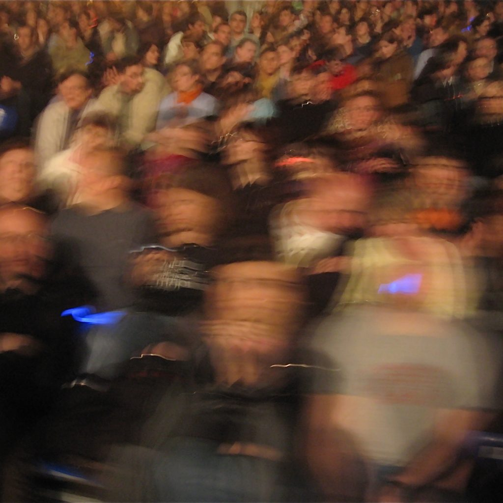 A blurred image of an audience
